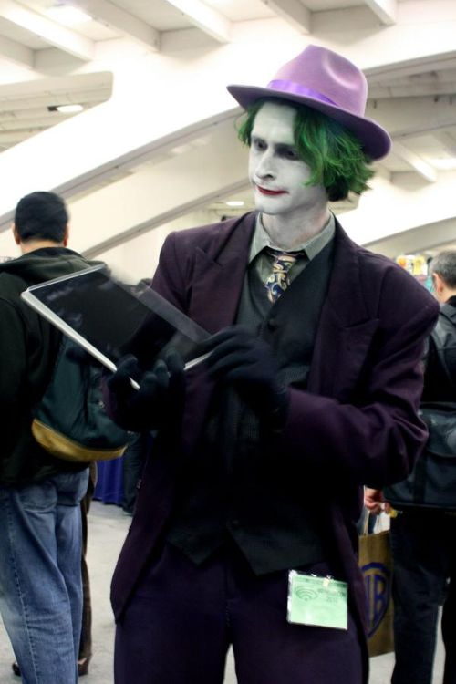 Superheroes with iPad (60 pics)