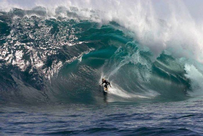 Giant Waves (15 pics)
