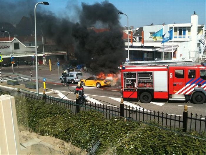 Lamborghini Caught Fire (13 pics)