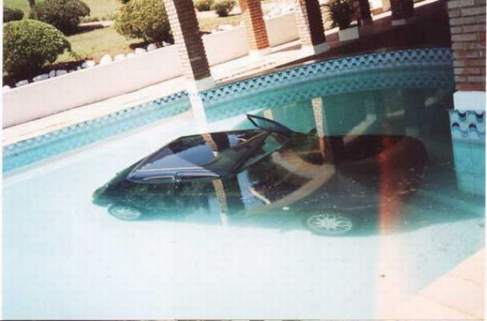 Drowned at the Pool (8 pics)