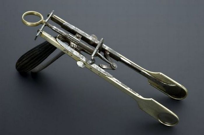 Old Surgical Tools (21 pics)