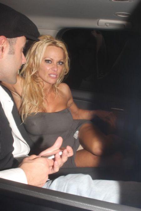 Drunk Pamela Anderson (10 pics)