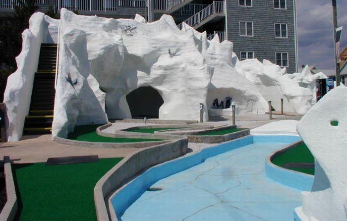 Awesome Mini Golf Courses (24 pics)