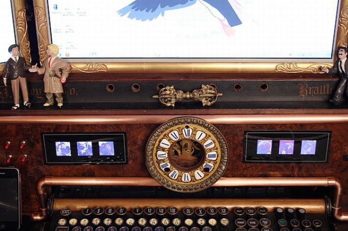 Steampunk Computer Made From an Organ (12 pics)