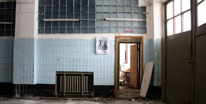 Abandoned Medical School and Fire Station in Russia (56 pics)