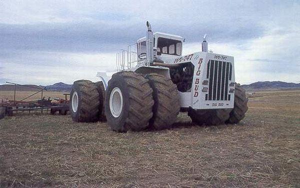 Big Bud - the World's Largest Farm Tractor (8 pics)