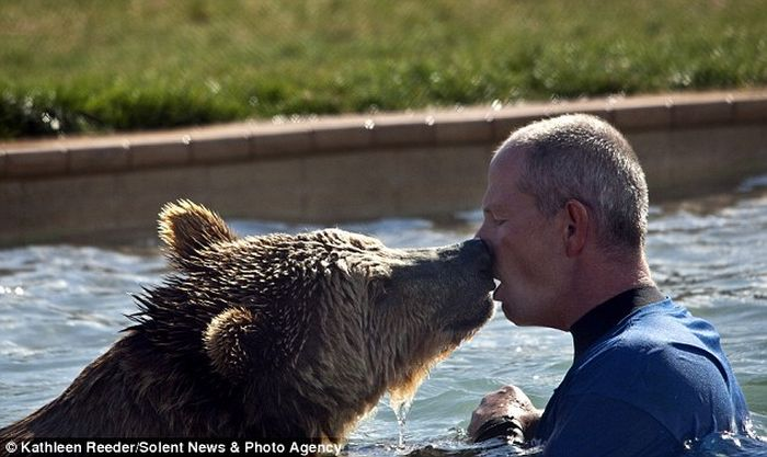 Zoo Keeper Plays with Grizzly Cubs (6 pics)