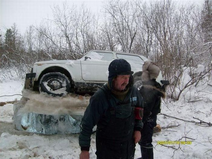 Ice Driving Fail (5 pics)