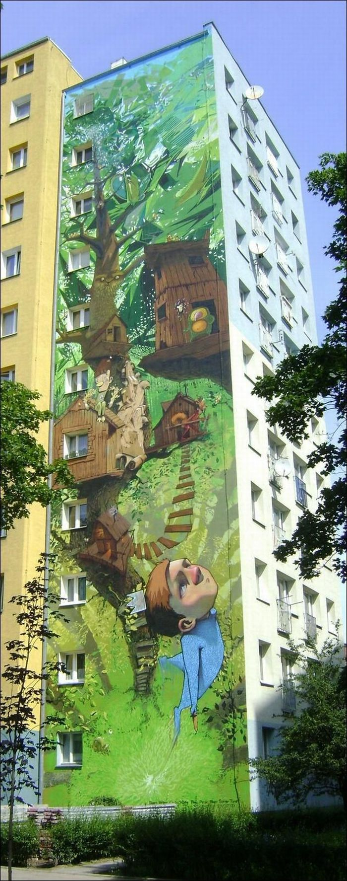 Amazing Wall Painting in Poland (2 pics)