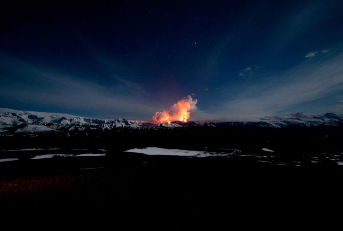 The Eruption of Eyjafjallajokull Volcano in Iceland (24 pics)