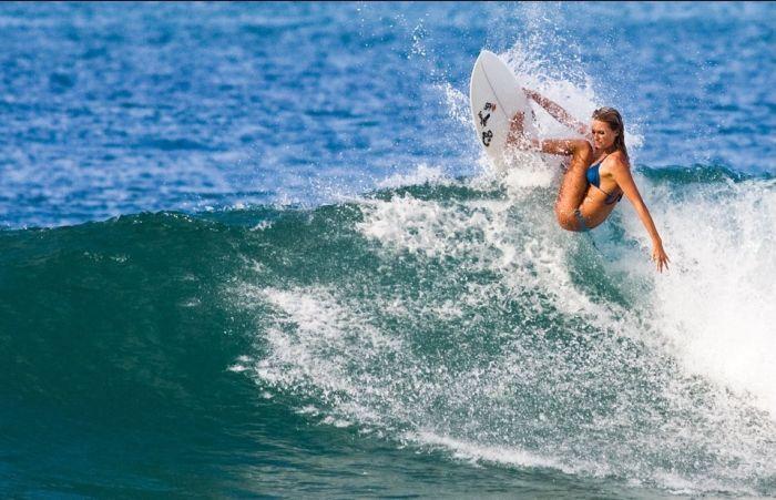 Surfing Girls (12 pics)