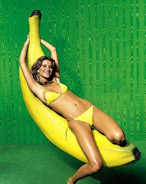 Girls Eating Bananas (18 pics)