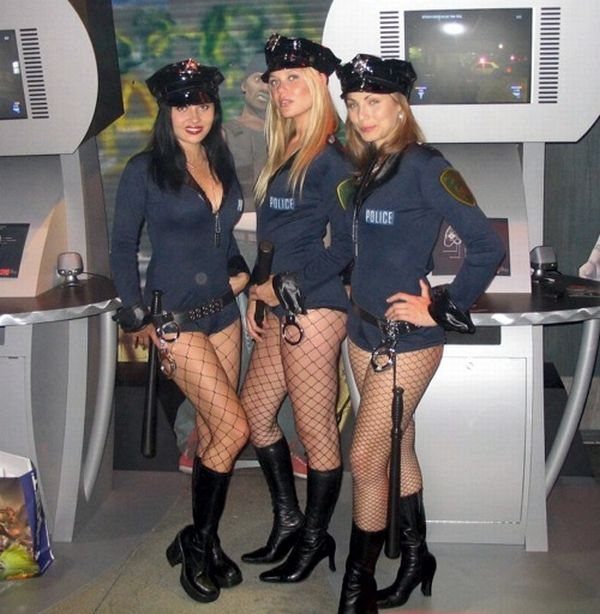 Hot Women in Uniform (40 pics)