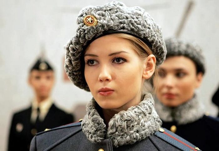 Hot Women in Uniform (40 pics)