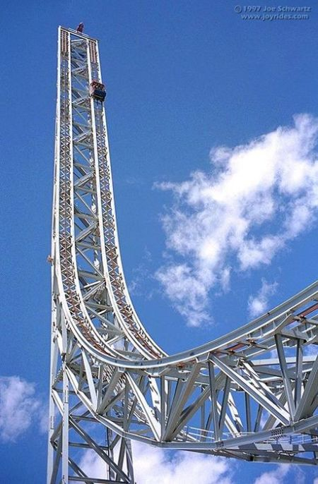 The Scariest Rollercoasters (16 pics)