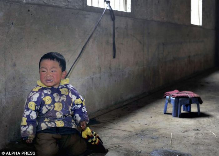 Tied Up Chinese Toddlers (6 pics)