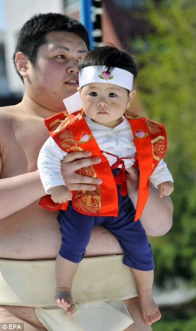 Crying Sumo Contest (15 pics)