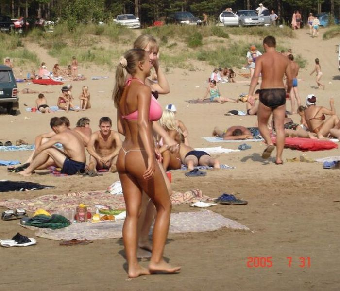 How to Attract Attention of Every Man on a Beach (5 pics)