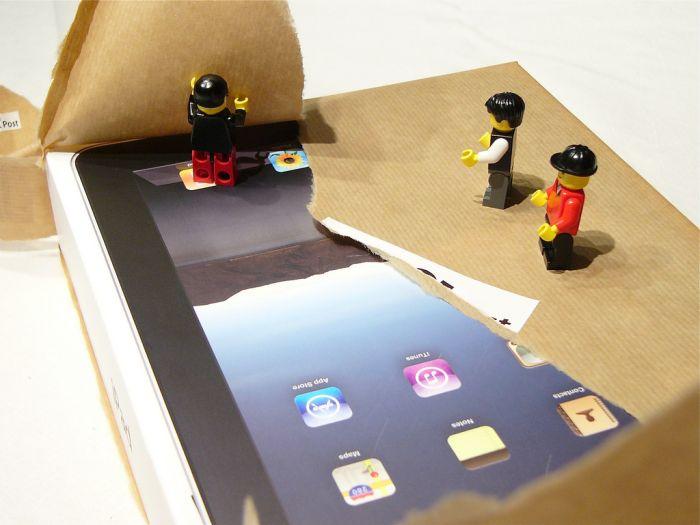 iPad Unpacking (21 pics)