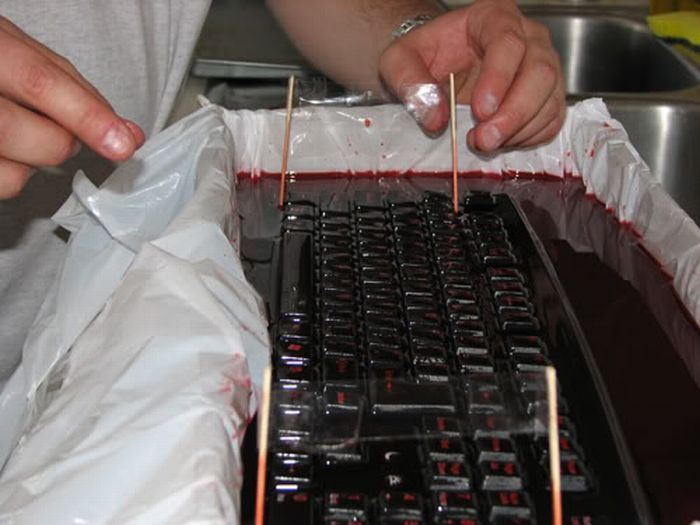 Jelly Keyboard Prank (20 pics)