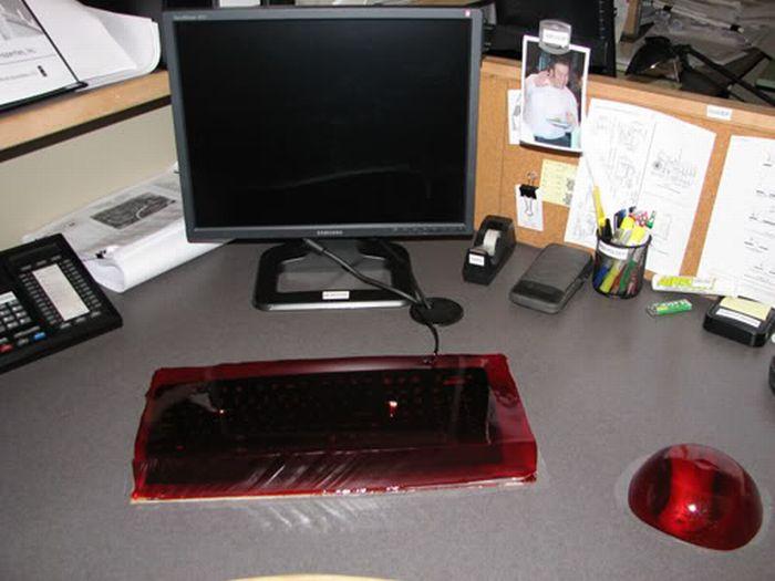 Jelly Keyboard Prank (20 pics)