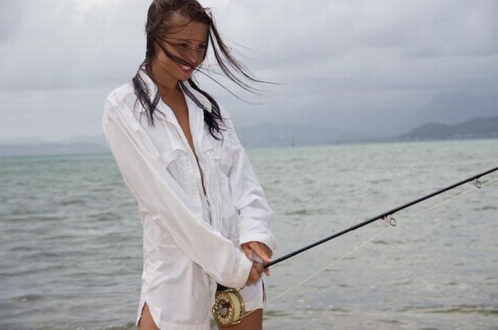 Girls fishing in bikinis 39 pics for Girl fishing pole