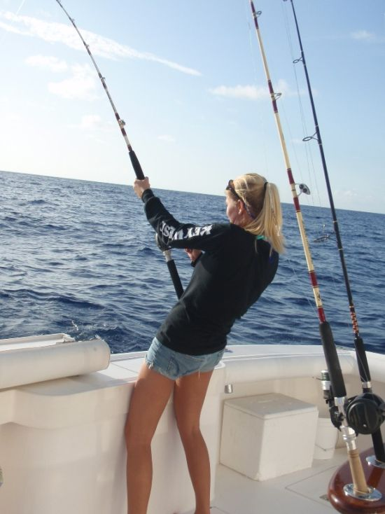 Girls fishing in bikinis 39 pics for Fishing for girls