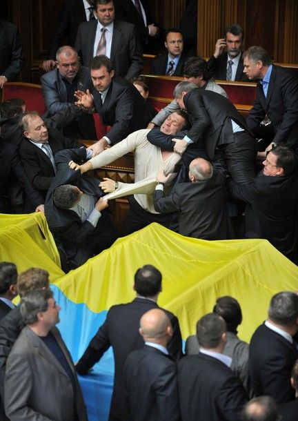 Mass Fight in the Parliament of Ukraine (35 pics + 3 video)