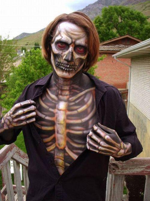 Realistic Zombie Costumes (12 pics)