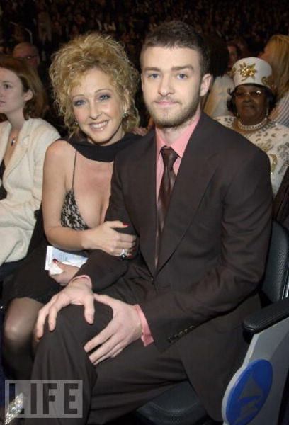 Celebrity Mothers Set Bar Too High For Non Famous Women: Celebrities And Their Mothers (37 Pics