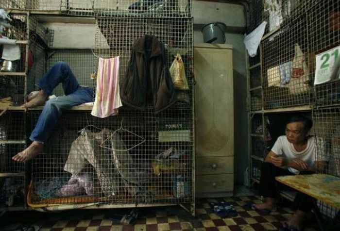 The Life of Homeless People in Hong Kong (18 pics)