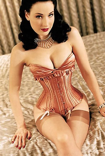 Ladies in Corsets (27 pics)
