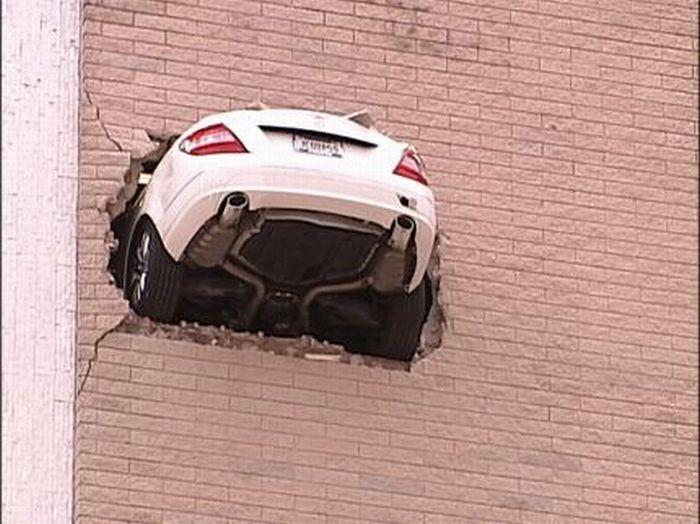 Mercedes Hangs From 6th Floor (11 pics)
