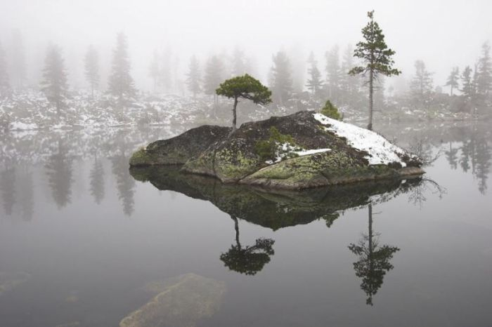 Beautiful Small Island in the Middle of a Lake (22 pics)