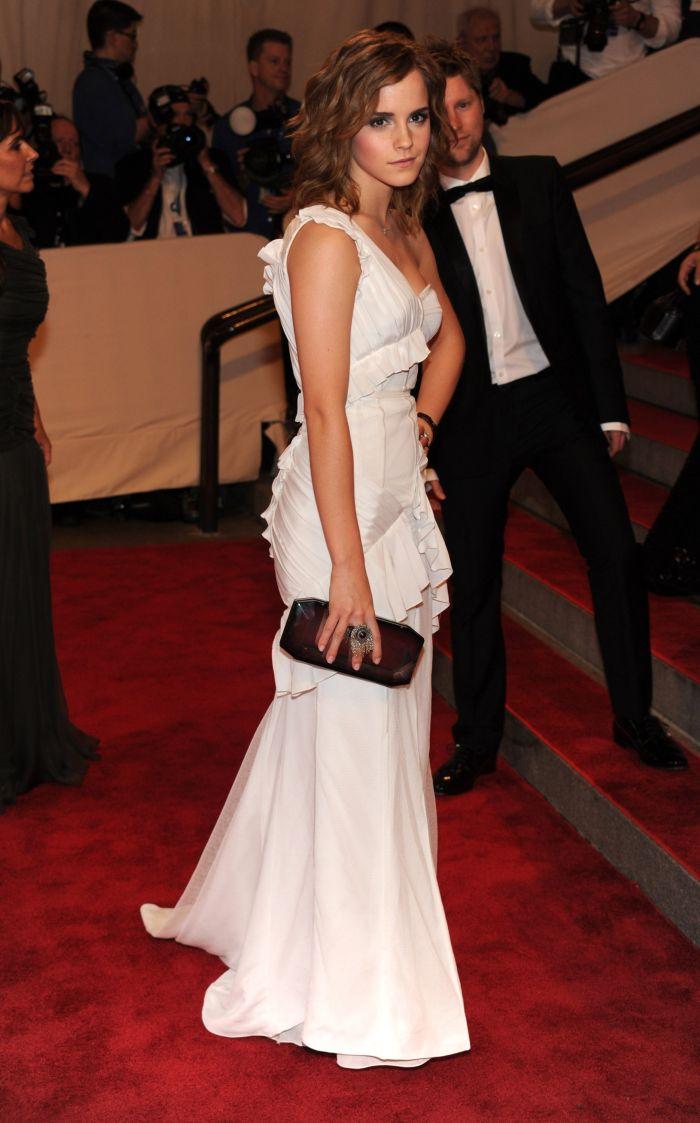 Emma  Watson Looks Sexy (13 pics)