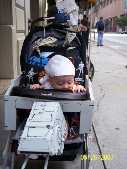AT-AT Imperial Walker Stroller (10 pics)