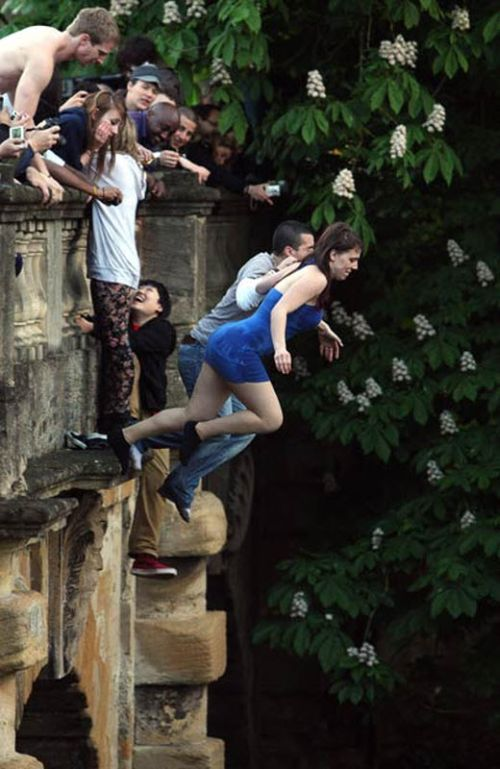 Jumping in England (16 pics)