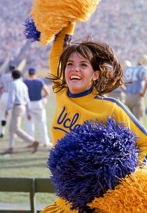 Cheerleaders of the 1960s (13 pics)