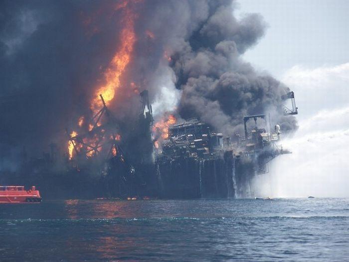 Deepwater Horizon in Flames (13 pics)