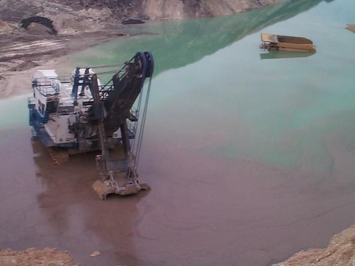 Bad Things That Can Happen in a Quarry (10 pics)