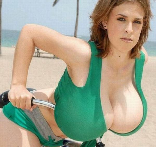 Girls with XXXXXL Breasts (40 pics)