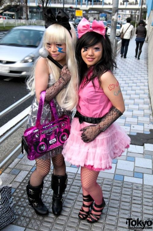 Lady Gaga Fans in Tokyo (79 pics)