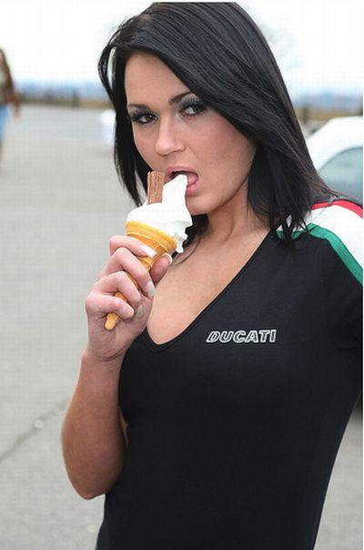 Cute Girls with Ice Cream (19 pics)