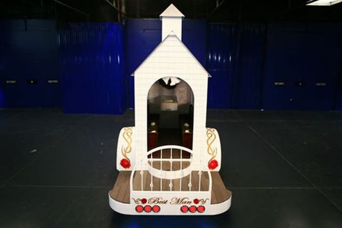 Mobile Chapel (10 pics)