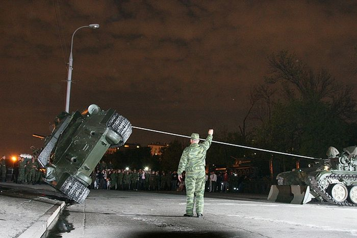 Tank Crash in Moscow (10 pics)