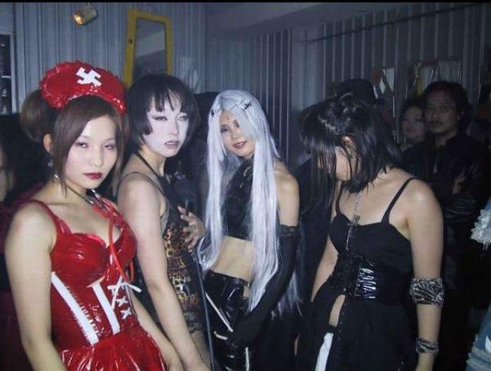 Gothic Girls of Japan (20 pics)