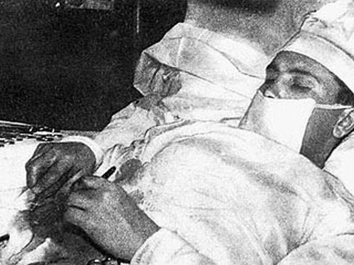 The Story of Dr Leonid Rogozov (4 pics)