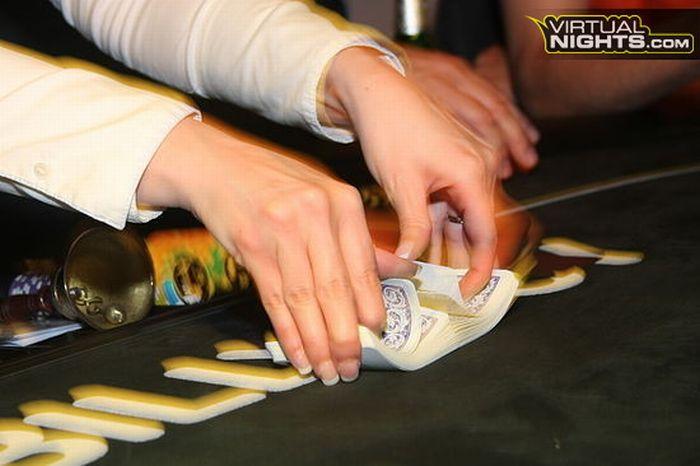 Strip Poker Tournament (32 pics)