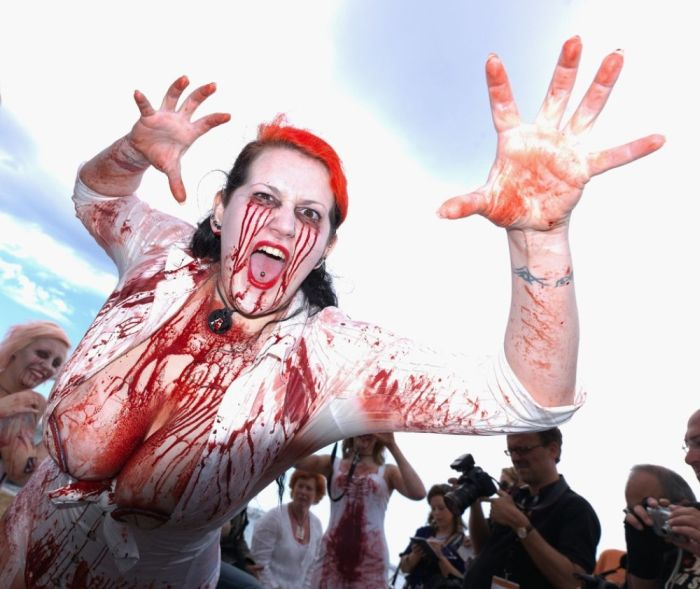 Zombie Women in Cannes (28 pics)