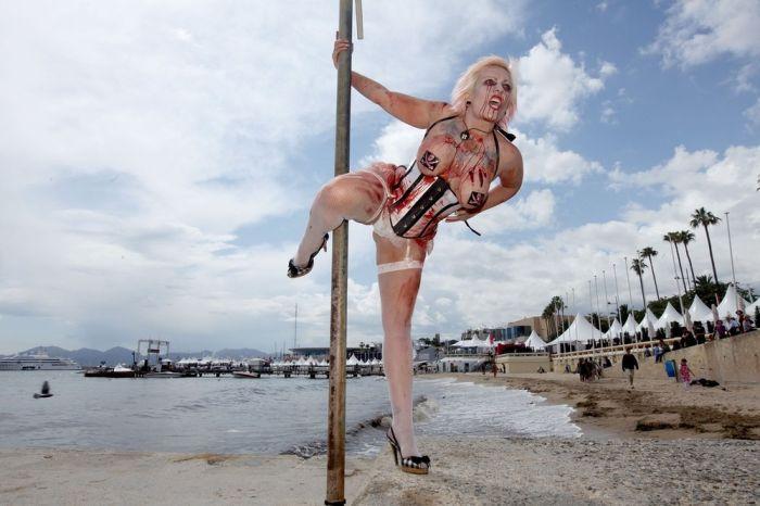 Zombie Women in Cannes (28 pics)